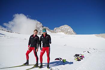 [写真]標高2700mの氷河で新田佳浩選手長濱一年コーチ