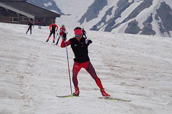 [写真]立山初日残雪スキートレーニング中の新田佳浩選手