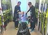 [写真]佐藤ワックスチーフと一緒にワクシング