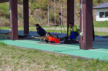 [写真]阿部選手の射撃トレーニングの様子