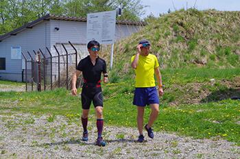[写真]山間走トレーニング中の新田選手