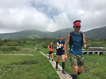 [写真]山頂より下山途中