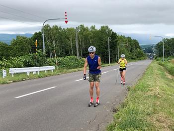 [写真]午前のローラースキートレーニング