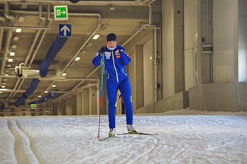 [写真]阿部選手の雪上トレーニング