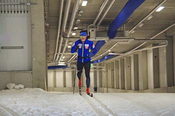 [写真]新田選手の雪上トレーニング