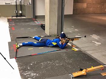 [写真]阿部選手の射撃トレーニング