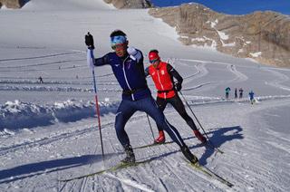 [写真]新田選手の氷河トレーニングの様子