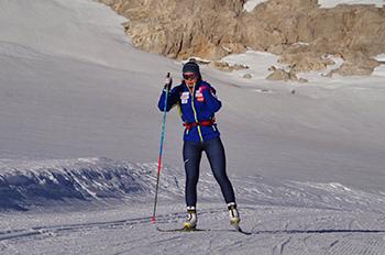 [写真]Ramsau合宿で氷河トレーニングに励む阿部選手