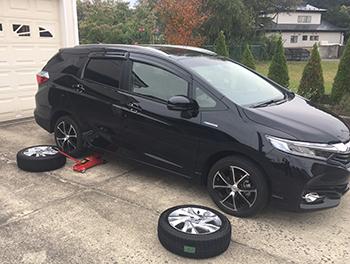 [写真]タイヤ交換の様子