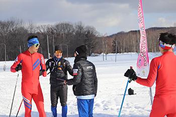 [写真]日本チームと新田選手