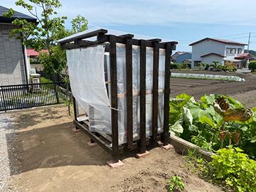 [写真]手作り収納小屋の外見