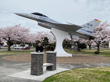 [写真]戦闘機と桜
