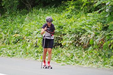 [写真]阿部選手のローラートレーニング