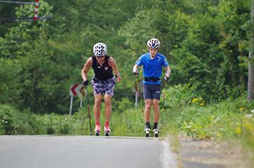 [写真]新田選手と川除選手のトレーニング