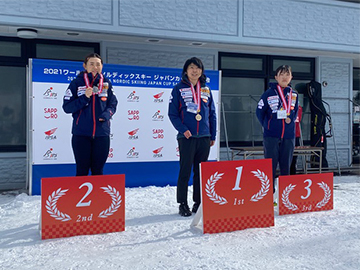 [写真]レース初日女子CL-Short競技の表彰式