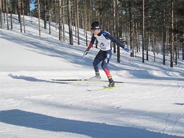 [写真]フィンランド大会男子ロング20kmFR競技で力走する川除選手