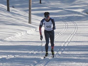 [写真]フィンランド大会男子ミドル12.5kmCL競技で力走する新田選手