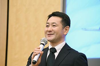 [写真]長濱一年コーチ