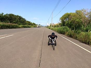 [写真]レーサーで走る長田弘幸