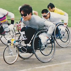 [写真]1992年のレーサー(陸上競技用車いす)