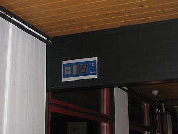 [写真]-19℃まで下がった気温計