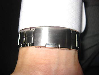 [写真]片側フック式の時計