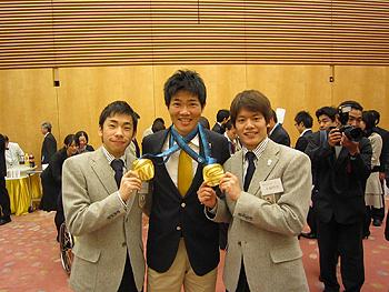 [写真]織田選手、小塚選手と共に