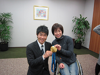 [写真]土田選手と一緒に