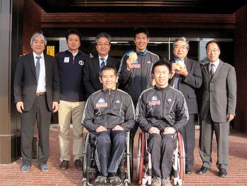 [写真]東川町での表敬訪問の様子