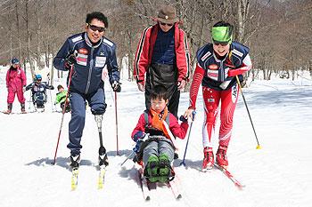 [写真]瀧上選手のジュニアキャンプでの様子