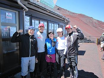 [写真]井川選手と共に