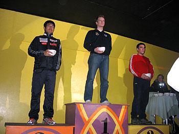[写真]表彰台に立つ選手達