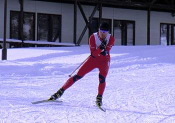 [写真]レース中の新田佳浩選手