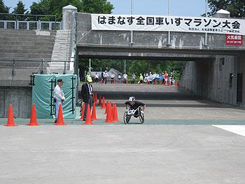 [写真]ゴール前の長田弘幸選手