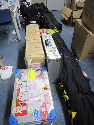 [写真]ノルウェー大会に向けてのチームの荷物