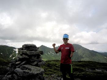 [写真]文三岳山頂、新田佳浩