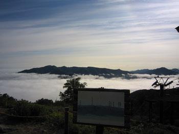 [写真]雲海と山並