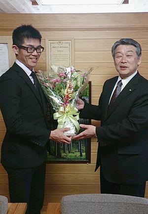[写真]西粟倉村長と新田佳浩選手