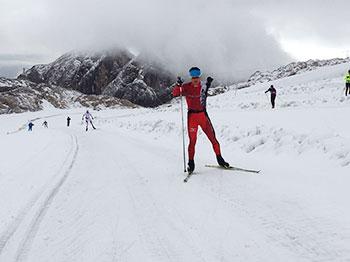 [写真]氷河でスキートレーニングする新田佳浩選手