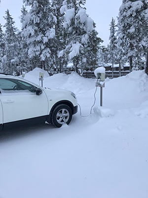 [写真]車の充電