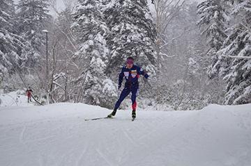 [写真]旭岳での雪上トレーニング