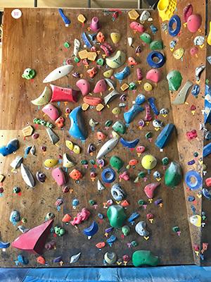 [写真]ボルダリングの壁