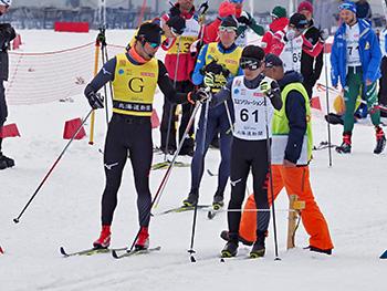 [写真]スタートを待つ日本代表チーム視覚障害の高村和人選手と藤田佑平ガイド
