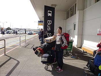 [写真]オークランド空港にて