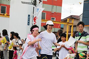 [写真]伴走する太田選手