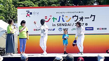 [写真]フェンシングの菅原智恵子選手と千田健太選手によるトークショー
