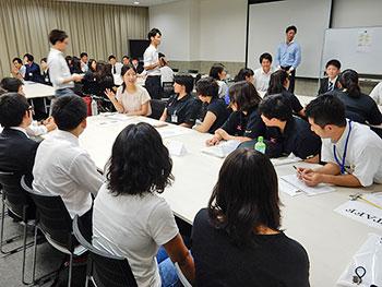 [写真]発言する太田渉子