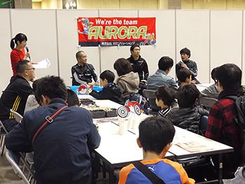 [写真]車いす陸上競技部の長田選手、久保選手、馬場選手のトークショー