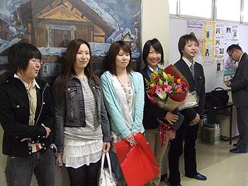 [写真]駆けつけた太田渉子の同級生
