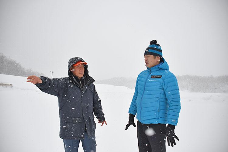 北海道バイアスロン連盟の菊地二久理事長、荒井監督